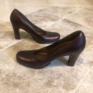 Donald J. Pliner bronze leather round toe heels 6